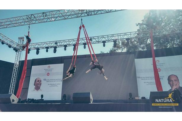 Natura's Aerial Act 'Wonders of Silk' at Reliance Communications event in Vadodara!
