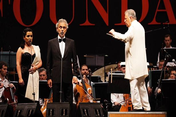 Andrea Bocelli And Maria Katzarava along with Israel philharmonic Orchestra along with the maestro