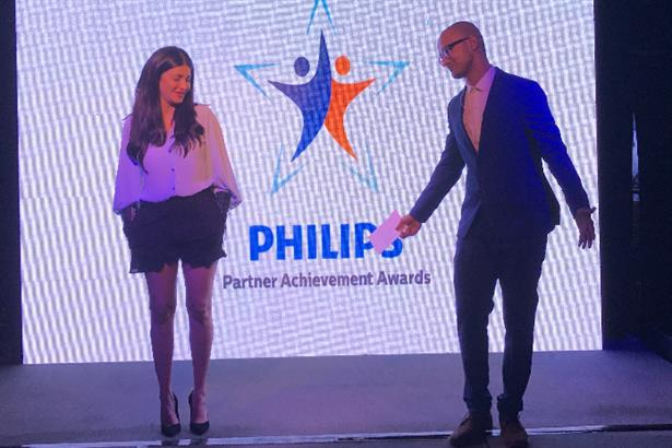 A light hearted moment with Shruti Haasan at the Philips Lighting PA Awards