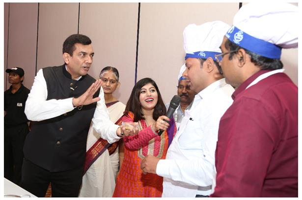 Anchor Khyati Kava hosted the Tots and Tummies workshop for Danone with Celebrity Chef Sanjeev Kapoor