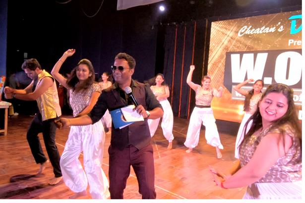 Anchor Sanjay Potdar hosted Dance show with 250 dancers perfoming at