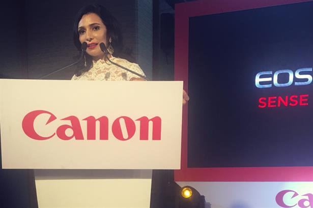Emcee Aishwarya hosts the national launch of Canon's EOS 6D Mark II in New Delhi