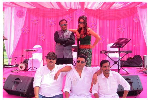 Saaz...ish, bollywood band entertaining guests at a beautiful Mehandi Ceremony, Holiday Inn, Goa & event coordinated by Reynold Events
