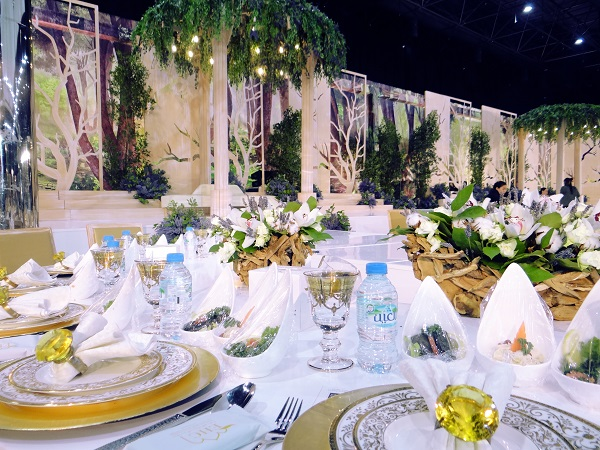 Glimpses from an enchanted garden themed celebration by the wedding a high profile event was held in the al ain city of united arab emirates for this the wedding venue was picked to create a mesmerising dcor and ambience junglespirit Gallery