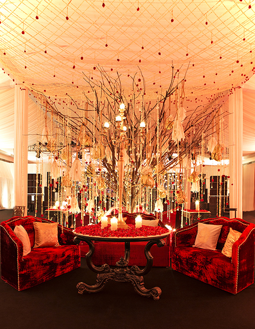 Divine decor the bachchan kapoor reception by rohit bal luxury the agency enhanced the whimsical idea of a bride and groom under the stars owing to the inviting landscaped garden area spread over 6500 sq ft with a junglespirit Gallery