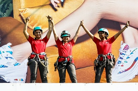 3 Female Mountaineers Install Billboard Flex in Mumbai, as Skechers Urges Women to Break Stereotypes