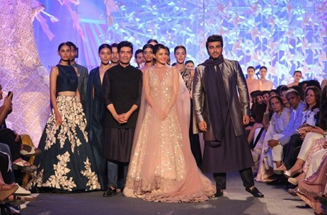 Entertainment Bay Curates Nature-Inspired Show For Manish Malhotra at Lakmé Fashion Week S/R '16