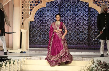 Birdhichand Ghanshyamdas Jaipur Unveils Delhi Durbar in Fashion Show By 70 EMG