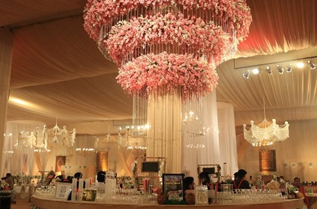 Trending: Floral & Organic Chandeliers At Weddings & Social Events