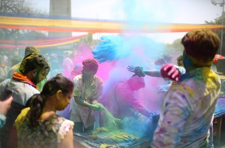 Over 4000 celebrate Musical Madness at the Holi Moo Festival 16'