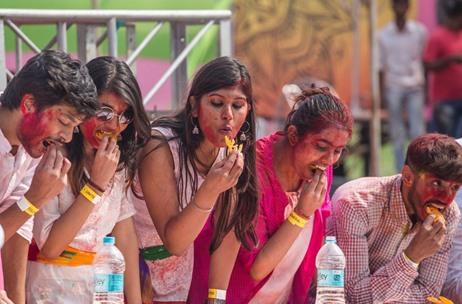 Record-Breaking United Holi Event in Kolkata Sees 180 People Eat 1500 Jalebis Together