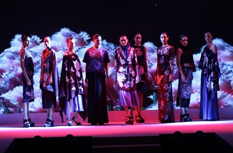 Toast Weaves A Luxurious Fashion Show For The Woolmark Company With Aditi Rao Hydari