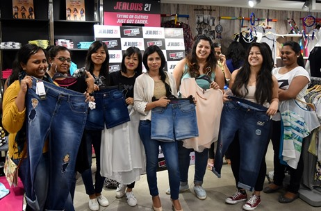 Over 5000 Girls Throng to Jealous 21 Stores to Grab Their Free Pair of Jeans