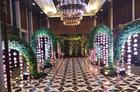 Four seasons mumbai witnesses th wedding anniversary celebration