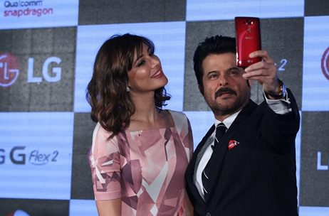 Anil Kapoor and Nargis Fakhri launch the LG G-Flex 2