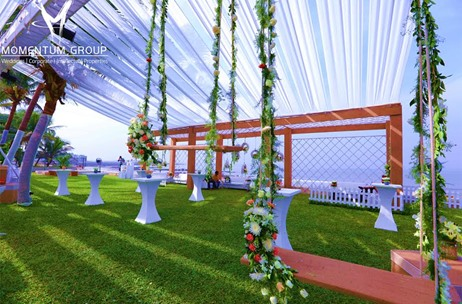 A Brunch & Sundowner Sporting An English Garden & Fairytale Theme - Produced by Momentum Group