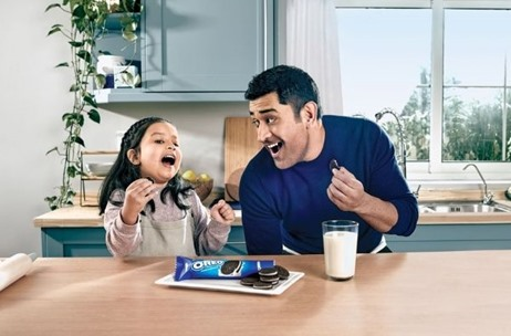 Dhoni and Daughter Ziva Endorse #OreoPlayPledge, Urge People to be Playfully Connected to Loved Ones