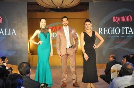 Dino Morea walks the ramp for Raymond's finest from Italy