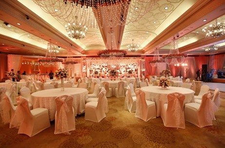 A Peach & White Engagement at Taj Palace by Grace Productions