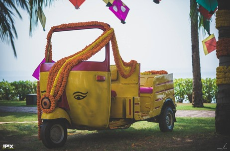 Unique Ways To Use Vehicle Props In Wedding Decor!