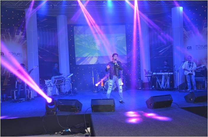 Shaan sings at the CA ITC Tech Innovation Summit