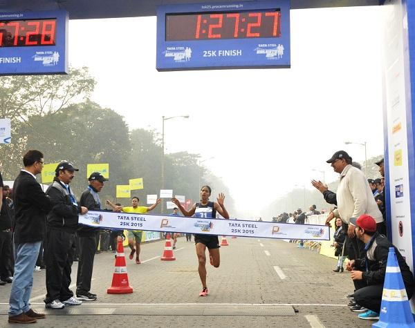 8208 Runners For Tata Steel Kolkata 25K 2015; Yuvraj Singh Leads Puma Warm-up Zone