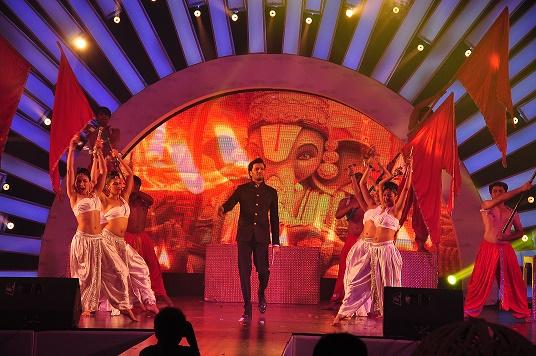 Priyanka Chopra, Jacqueline & Ranbir Kapoor dazzle Sangeet by Wedniksha