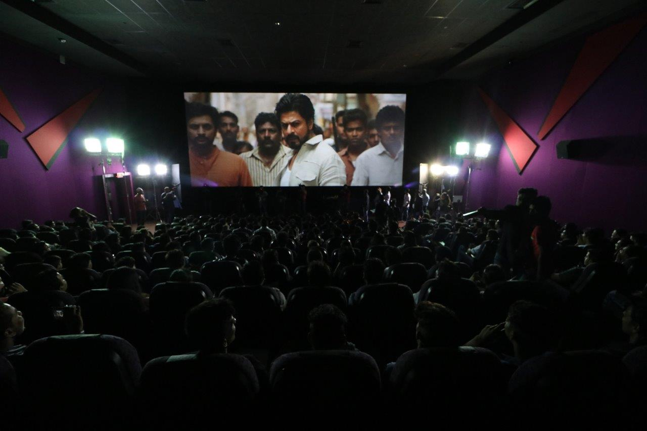 Digital + Live + SRK = The Ultimate Curtain-Raiser