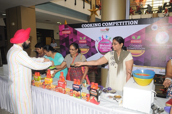 Celebrities & Contests Win The Crowds At Mulund Festival