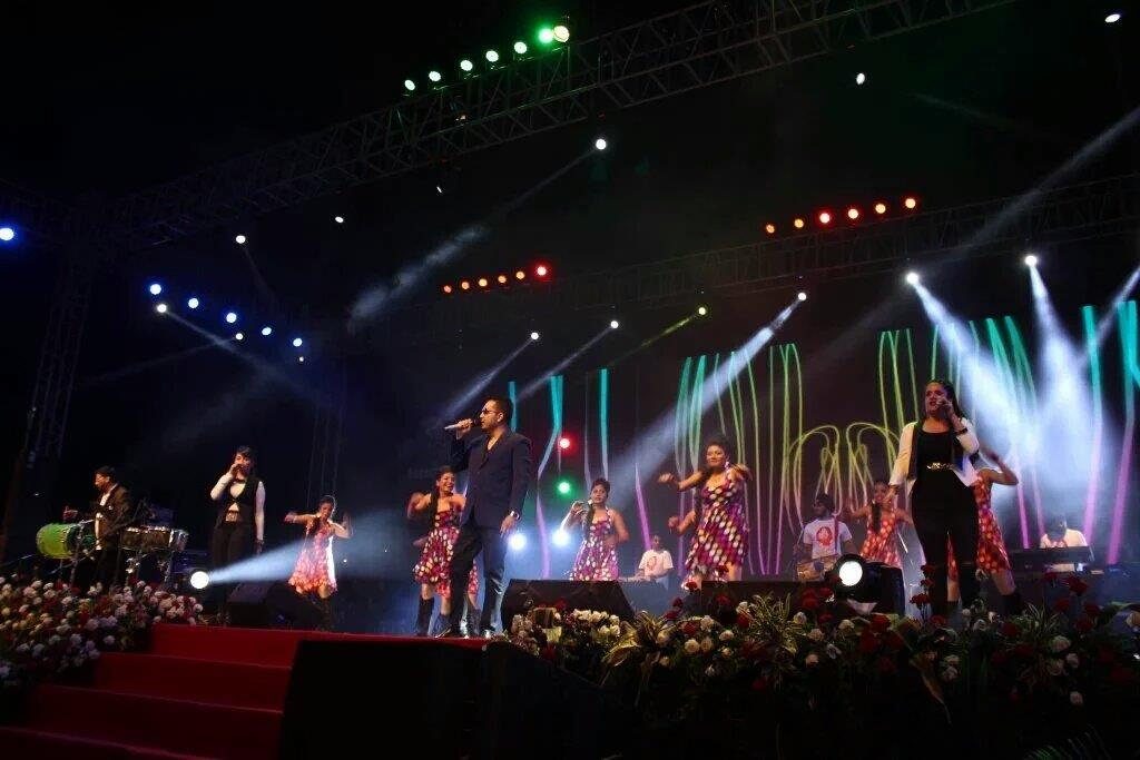 Aurangabad Police Dance with Mika: Gitikka Ganju Dhar Shares a First-Hand View of the Concert