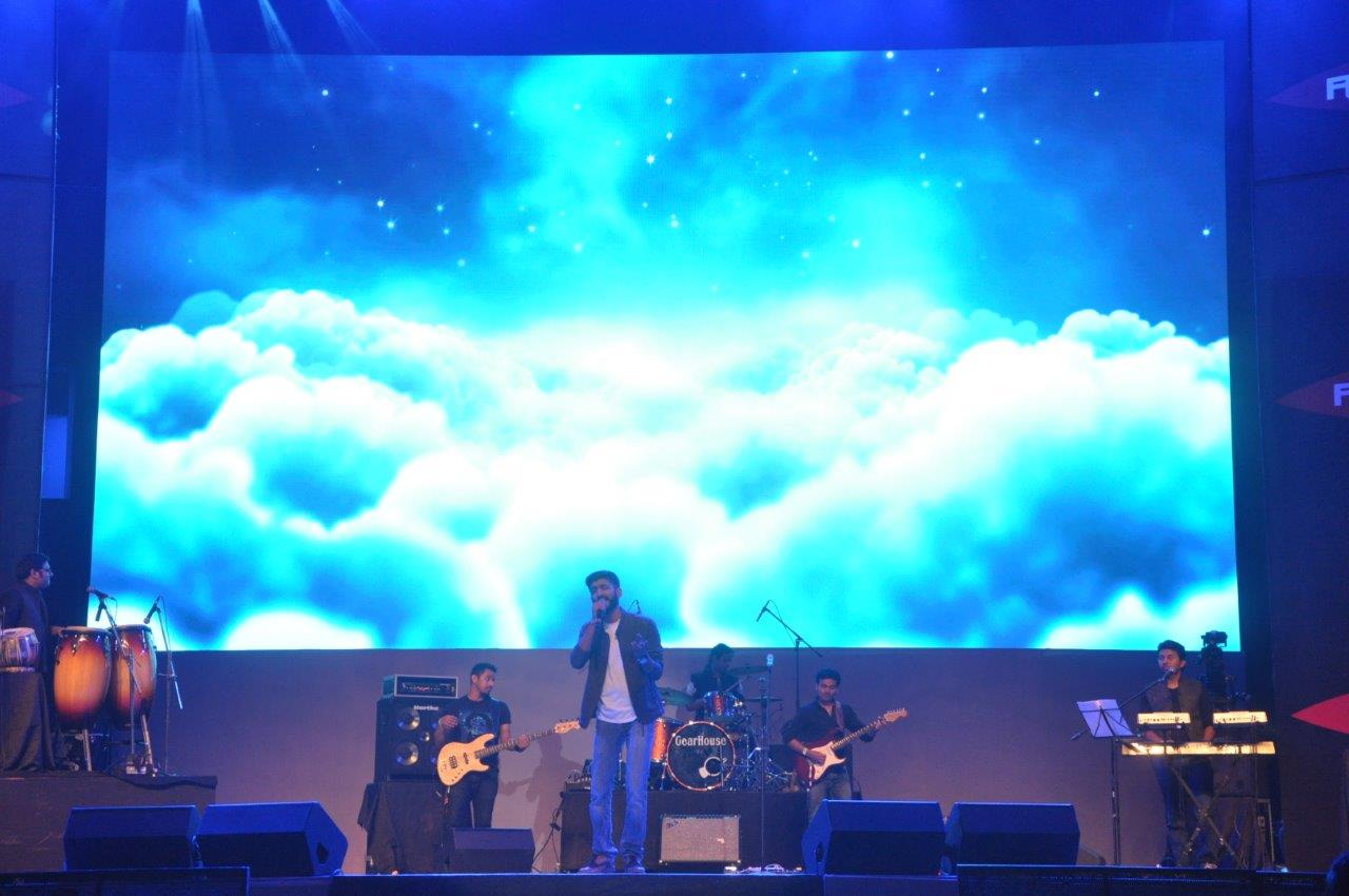 Cineyug Gets Amitabh Bachchan to use Augmented Reality to Bring Robomate+ to Life