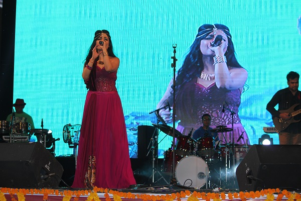 Shibani Kashyap Discusses Unique Customizations and Curations of Her Act for Every Event