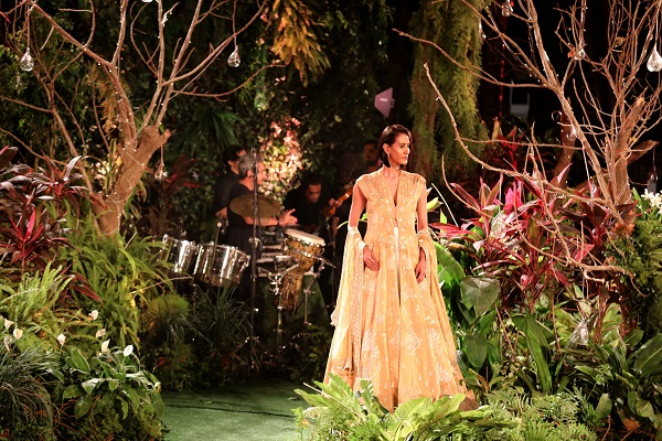 70 EMG Brings the Alchemy Theme to Life at Lakme Fashion Week 2017 Finale