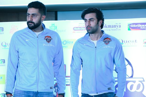 Sakal Superstar Cup Witnesses Bollywood Stars and VTP XI Rub Shoulders