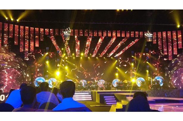 Natura provided aerial rigging services for the Star Parivaar Awards 2017 at DOME.