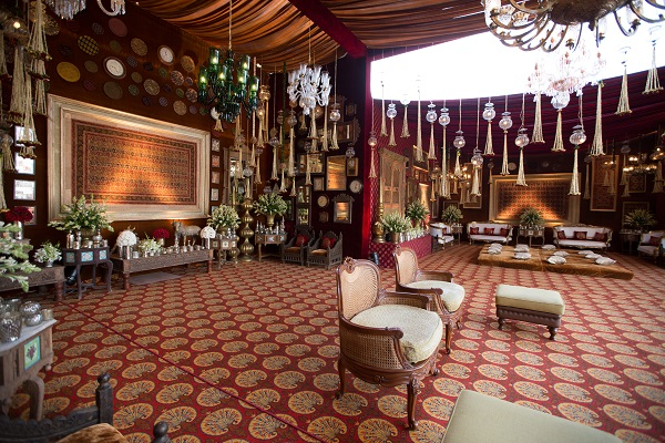 Regal rendezvous a super classy red gold vintage wedding by regal rendezvous a super classy red gold vintage wedding by poojan decor junglespirit Image collections